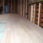 床材として「桐」を使用しています。