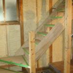 階段を設置しています。以前のものに比べて、緩やかな上がりになるため、足腰への負担が軽減されます。